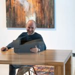 Vacature Header Tom Medewerker Kantoor Werk Laptop Koffie
